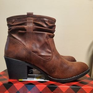 Arizona Jeans Co. ankle boot